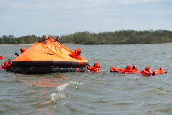 Enesepäästeõppus merel/Survival training at sea