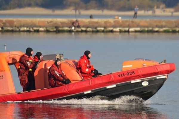 FAST RESCUE BOAT REFRESHER TRANING